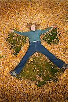 pile leaves playing - Woman Playing in Leaves in Autumn, Bend, Oregon, USA Stock Photo - Premium Royalty-Freenull, Code: 600-02669354