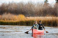 Couple Canoeing on the Deschutes River, Bend, Oregon, USA    Stock Photo - Premium Royalty-Freenull, Code: 600-02669364