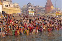 Hindu religious morning rituals in the Ganges (Ganga) River, Makar Sankranti festival, Varanasi (Benares), Uttar Pradesh State, India    Stock Photo - Premium Rights-Managednull, Code: 841-02706116
