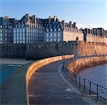 Sea wall, St Malo, Brittany.    Stock Photo - Premium Rights-Managed, Artist: Arcaid, Code: 845-02729728