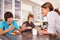 Family Eating Breakfast    Stock Photo - Premium Rights-Managednull, Code: 700-02738785