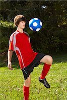 Teenage Boy Bouncing Soccer Ball on Knee    Stock Photo - Premium Rights-Managednull, Code: 700-02757194