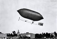 1900s 1910s LINCOLN BEACHEY AIRSHIP APPEARANCE IS CROSS BETWEEN HOT AIR BALLOON AND BLIMP    Stock Photo - Premium Rights-Managednull, Code: 846-02795922