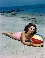 sandi model - 1940s 1950s BRUNETTE WOMAN LYING ON BEACH HOLDING BEACH BALL    Stock Photo - Premium Rights-Managednull, Code: 846-02796102