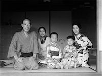 1930s TYPICAL JAPANESE FAMILY OF 4 WITH MAID SERVANT AT HOME PORTRAIT KIMONOS TRADITIONAL NATIVE COSTUME JAPAN    Stock Photo - Premium Rights-Managednull, Code: 846-02796353