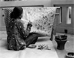 1930s NATIVE WOMAN ARTISAN PAINTING BATIK DESIGN ON FABRIC JAVA BATAVIA INDONESIA