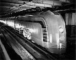 1930s ANGLED VIEW OF NEW YORK CENTRAL STREAMLINED PASSENGER TRAIN