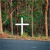 Cross beside Highway Indicating Road Accident Death Stock Photo - Premium Royalty-Freenull, Code: 600-02885926