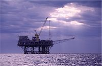 Oil & Gas Off-Shore Oil Platform Stock Photo - Premium Royalty-Freenull, Code: 600-02886601
