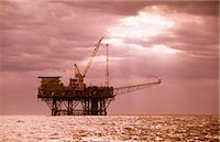 Oil & Gas Off-Shore Oil Platform Stock Photo - Premium Royalty-Freenull, Code: 600-02886602