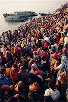 Mass bathing in the Ganges (Ganga) River during the Kartik Poonima Festival, Varanasi (Benares), Uttar Pradesh State, India, Asia Stock Photo - Premium Rights-Managednull, Code: 841-02900254