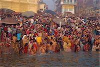 Hindu religious morning rituals in the Ganges (Ganga) River, Makar San Kranti festival, Varanasi (Benares), Uttar Pradesh State, India Stock Photo - Premium Rights-Managednull, Code: 841-02903361