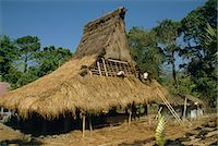 flores - Men thatching the roof of a house near Moni, Flores, Indonesia, Southeast Asia, Asia Stock Photo - Premium Rights-Managednull, Code: 841-02916886