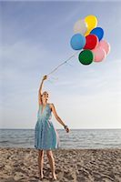 sandi model - Woman on the Beach Holding a Bunch of Colourful Balloons                                                                                                                                                 Stock Photo - Premium Rights-Managednull, Code: 700-02943254