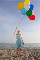 sandi model - Woman on the Beach Holding a Bunch of Colourful Balloons                                                                                                                                                 Stock Photo - Premium Rights-Managednull, Code: 700-02943255
