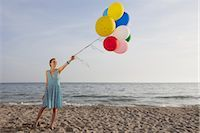sandi model - Woman on the Beach Holding a Bunch of Colourful Balloons                                                                                                                                                 Stock Photo - Premium Rights-Managednull, Code: 700-02943256
