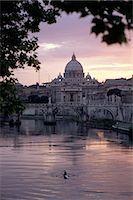 Skyline of St. Peter's from Ponte Umberto, Rome, Lazio, Italy, Europe                                                                                                                                    Stock Photo - Premium Rights-Managednull, Code: 841-02944877