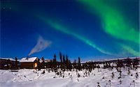 Northern lights in the sky above a moonlit cabin. White Mountain Recreation area during Winter in the Interior of Alaska.                                                                                Stock Photo - Premium Rights-Managednull, Code: 854-02956103
