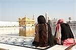 Women at Golden Temple, Amritsar, Punjab, India                                                                                                                                                          Stock Photo - Premium Rights-Managed, Artist: Sarah Murray             , Code: 700-02957813