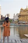 Man at Golden Temple, Amritsar, Punjab, India                                                                                                                                                            Stock Photo - Premium Rights-Managed, Artist: Sarah Murray             , Code: 700-02957817