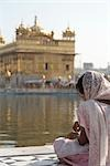 Woman at Golden Temple, Amritsar, Punjab, India                                                                                                                                                          Stock Photo - Premium Rights-Managed, Artist: Sarah Murray             , Code: 700-02957819