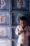 A young boy standing in front of a decorated julaha door in Jodpur,Rajasthan,India                                                                                                                       Stock Photo - Premium Rights-Managed, Artist: Axiom Photographic       , Code: 851-02960467