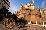 Carriage waiting by cathedral, Barrio Santa Cruz, Seville, Andalucia, Spain, Europe                                                                                                                      Stock Photo - Premium Rights-Managed, Artist: Robert Harding Images    , Code: 841-03029654