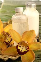 Facial toner with orchid blossom Stock Photo - Premium Royalty-Freenull, Code: 689-03124394