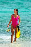 sandi model - 1990s WOMAN IN PINK BATHING SUIT HOLDING SNORKELING GEAR TOBAGO CAYS, WEST INDIES Stock Photo - Premium Rights-Managednull, Code: 846-03164142