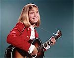 1960s SMILING BLOND TEENAGED GIRL PLAYING ACOUSTIC GUITAR