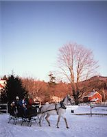 1980s FAMILY RIDING THROUGH SNOW IN HORSE DRAWN SLEIGH Stock Photo - Premium Rights-Managednull, Code: 846-03166191