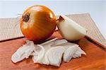 Close-up of onions on a cutting board Stock Photo - Premium Rights-Managed, Artist: Glowimages, Code: 837-03185754