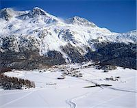 small town snow - Grindelwald valley, Switzerland Stock Photo - Premium Rights-Managednull, Code: 855-03255196