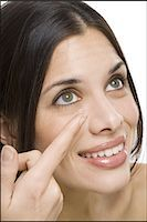 Closeup of woman inserting contact lens Stock Photo - Premium Royalty-Freenull, Code: 640-03262919