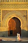 Two muslim women walk past the Bab el Mansour in Meknes,Morocco. Completed in 1732,it was once the main entrance into the city. Stock Photo - Premium Rights-Managed, Artist: AWL Images, Code: 862-03364629