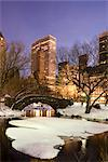 A view of the Gapstow Bridge in Central Park and city skyline at dusk after a snow storm, New York City, New York State, USA Stock Photo - Premium Rights-Managed, Artist: Robert Harding Images, Code: 841-03517019