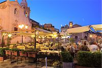 People in a restaurant, Taormina, Sicily, Italy, Europe Stock Photo - Premium Rights-Managednull, Code: 841-03518828