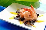 Prawns with dressing on oak leaf lettuce and mango Stock Photo - Premium Royalty-Freenull, Code: 659-03523129