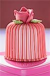 Marzipan-covered cake on pink chocolate box Stock Photo - Premium Royalty-Free, Artist: Christina Krutz, Code: 659-03526621