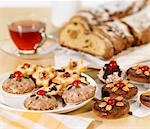 Lebkuchen, biscuits and Stollen Stock Photo - Premium Royalty-Free, Artist: Photocuisine, Code: 659-03530799