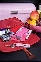 Handbag, Mail and Fruit Bowl Stock Photo - Premium Rights-Managednull, Code: 700-03622943