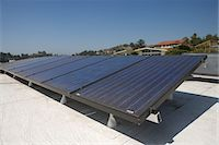 solar panel usa - Solar array on rooftop in Los Angeles, California Stock Photo - Premium Royalty-Freenull, Code: 693-03643972