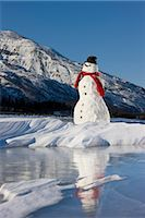 Snowman with a red scarf and black top hat sitting on the frozen Nenana River with the Alaska Range foothills in the background, Southcentral Alaska, Winter Stock Photo - Premium Rights-Managednull, Code: 854-03646515