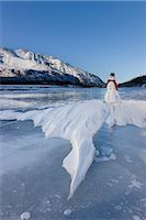 Snowman with a red scarf and black top hat sitting on the frozen Nenana River with the Alaska Range foothills in the background, Southcentral Alaska, Winter Stock Photo - Premium Rights-Managednull, Code: 854-03646517