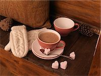 Hot Chocolate and Mittens on Bench Stock Photo - Premium Royalty-Freenull, Code: 600-03692039