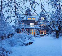 Beautiful villa under the snow Stock Photo - Premium Royalty-Freenull, Code: 649-03775053