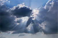streaming - Sunbeams through Clouds, Pienza, Val d'Orcia, Siena Province, Tuscany, Italy Stock Photo - Premium Royalty-Freenull, Code: 600-03787203