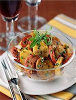 smoked - Pan-fried potatoes and smoked sausage Stock Photo - Premium Royalty-Freenull, Code: 652-03800630