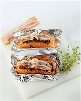 smoked - Covering the pieces of salmon with tapenade and bacon Stock Photo - Premium Royalty-Freenull, Code: 652-03801216
