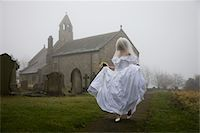 running away scared - bride running away from a church Stock Photo - Premium Royalty-Freenull, Code: 621-03826692